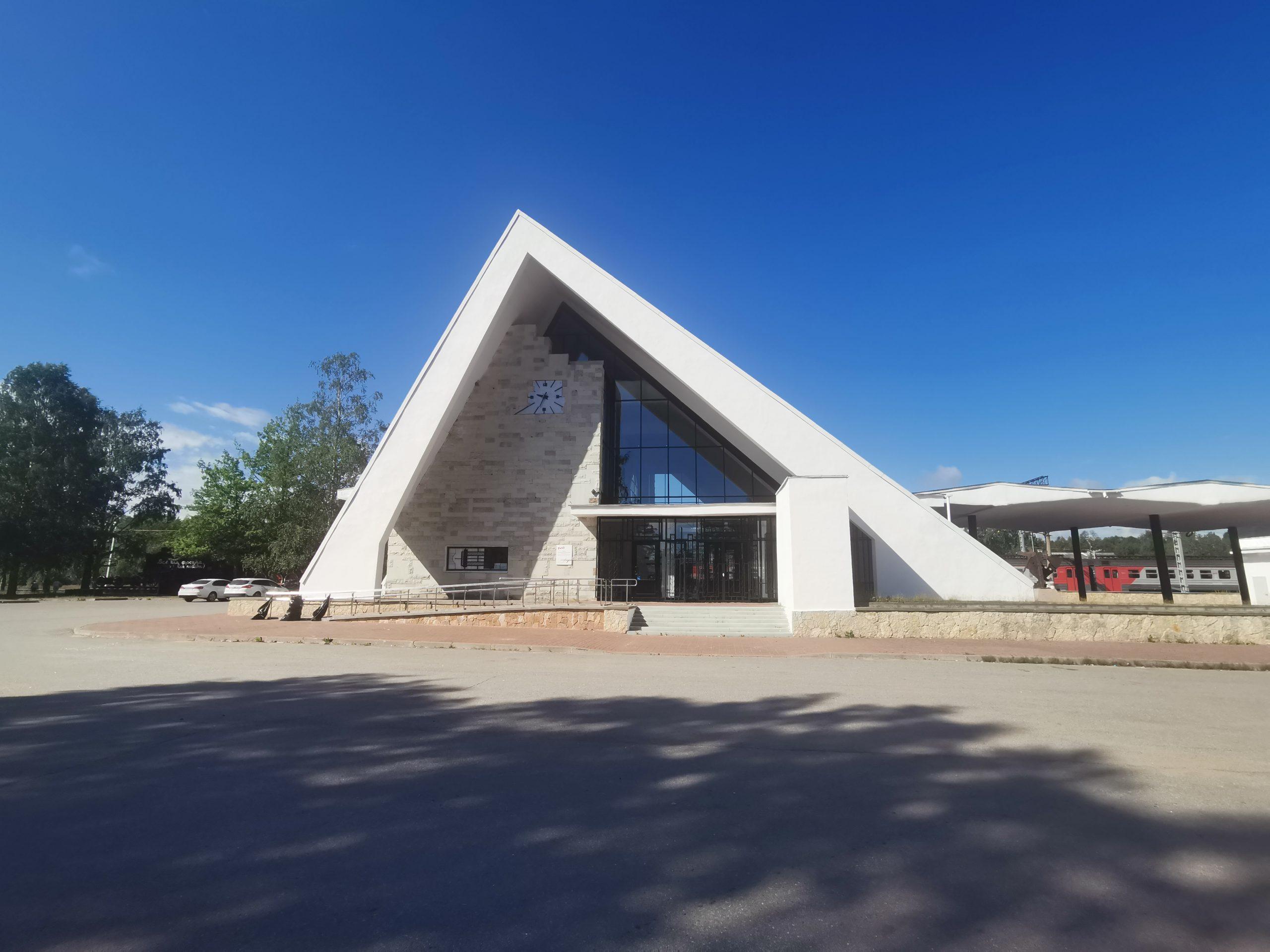 Вокзал станции Ладожское озеро